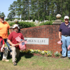 Veterans' graves honored with American flags