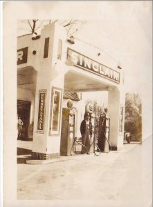 "Photo courtesy of Glenda Moore Sherrill via ""I Grew Up in Rockingham, NC. What's Your Excuse"" Facebook forum. The image shows the Sinclair gas station — the PeeDeePost.com office — as it appeared in c. 1943."