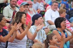Kevin Spradlin | PeeDeePost.com Fans applaud The Sand Band, from Pinehurst, Thursday night at the third of six Plaza Jam sessions this summer.