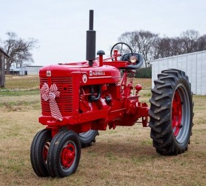 Farmall with bow December 2014-2