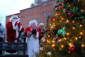 Kevin Spradlin | PeeDeePost. Dozens gathered at Town Park for the lighting of the Christmas tree, led by Mayor Lee Berry and his son, Jack.