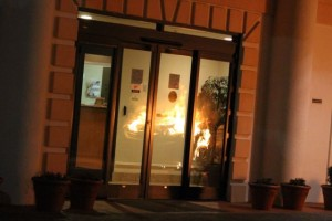 Kevin Spradlin | PeeDeePost.com The flames overtaking a Hyundai Sonata can be seen in the reflection of the Comfort Suites hotel lobby doors.