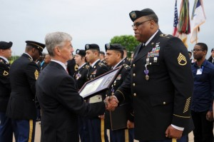 ecretary of the Army John McHugh presents the Purple Heart to Staff Sgt. Alonzo Lunsford Jr. during the Fort Hood Purple Heart and Defense of Freedom Medal Ceremony Friday at III Corps Headquarters in Fort Hood, Texas.